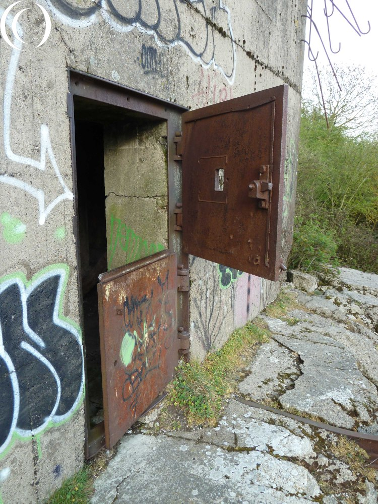 Battery Oye Plage - Fire Control bunker the two part armoured doors