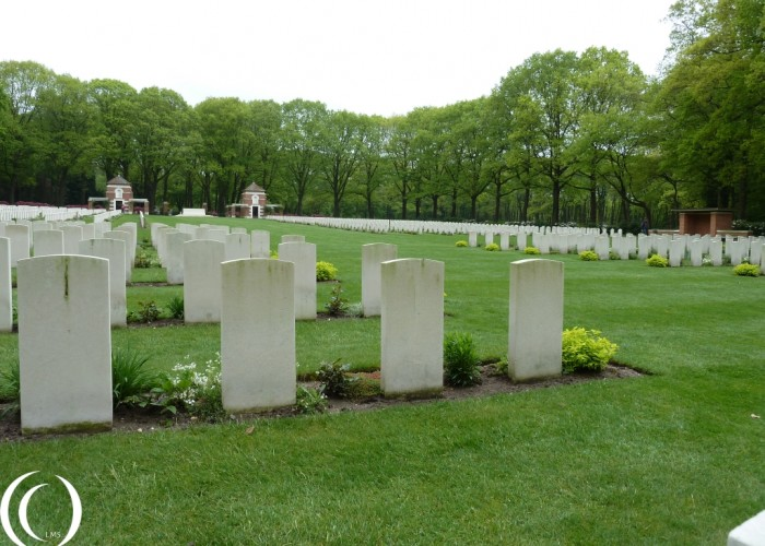 Commonwealth Cemetery Arnhem , Operation Market Garden in Oosterbeek – The Netherlands