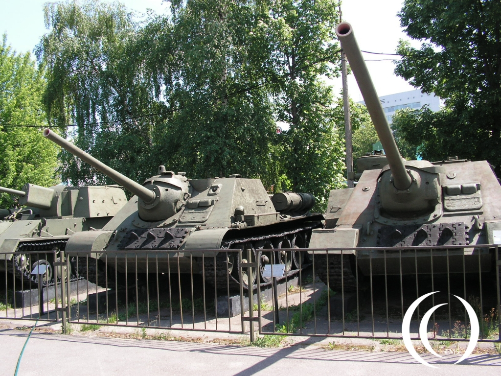 SU-85 en SU-100 Central Museum of the Armed Forces Moscow