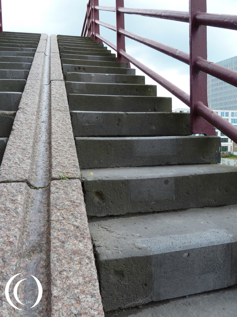 War damage is still clearly visible at the stairs from the John Forst Bridge