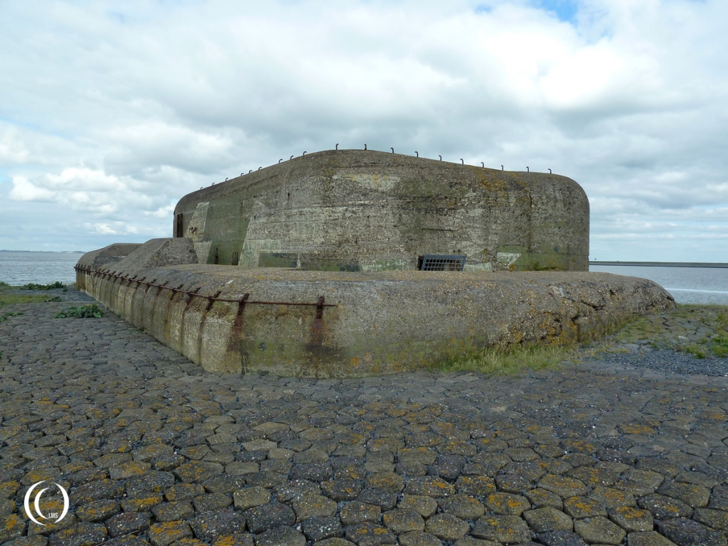 Bunker I with enforced parapet to protect outside MG positions