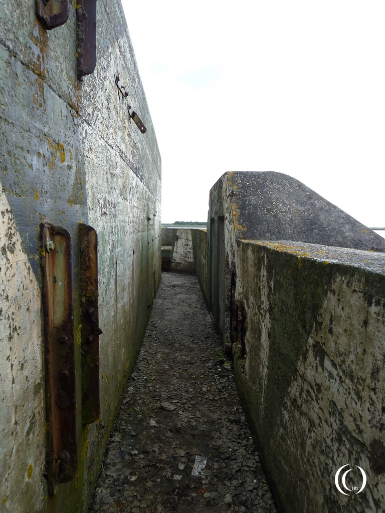 A view of the walkway behind the parapet wall of casemate I - Kornwerderzand, Aflsuitdijk, the Netherlands