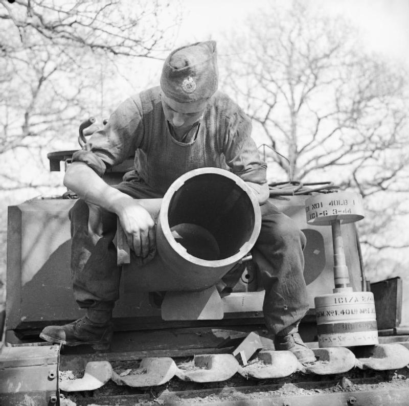 A 290 mm Petard mounted on a Churchill AVRE tank with 40lb bomb on the right. 29 April 1944