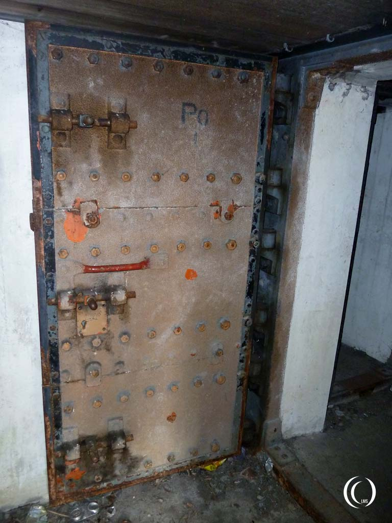 Interior steel door leading to the central corridor - Stelling Den Oever, Casemate IX, the Netherlands