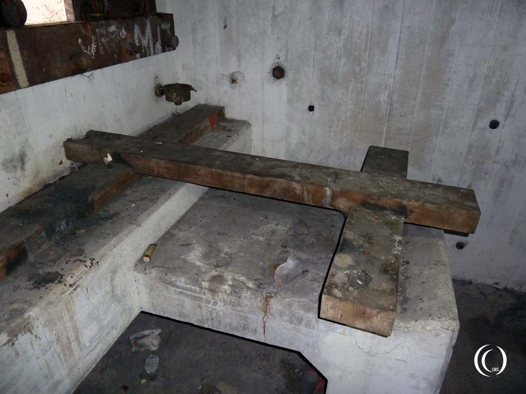 Wooden beams to raise the machine gun - Casemate IX, Stelling Den Oever, the Netherlands
