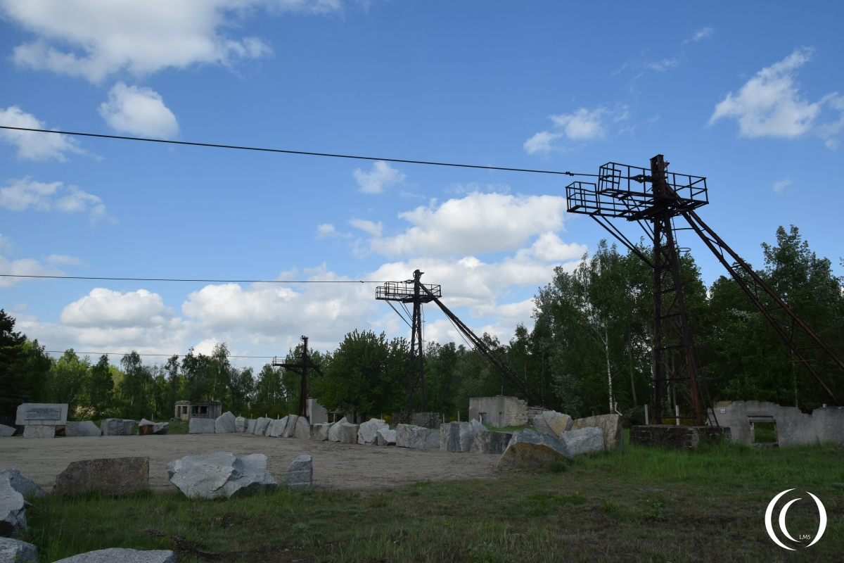 Towers and cable for stone transport in the stone quarry