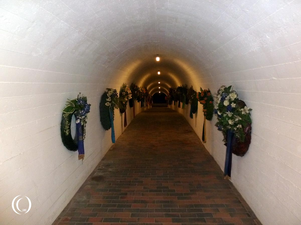 tunnel-towards-memorial-place-underneath-square