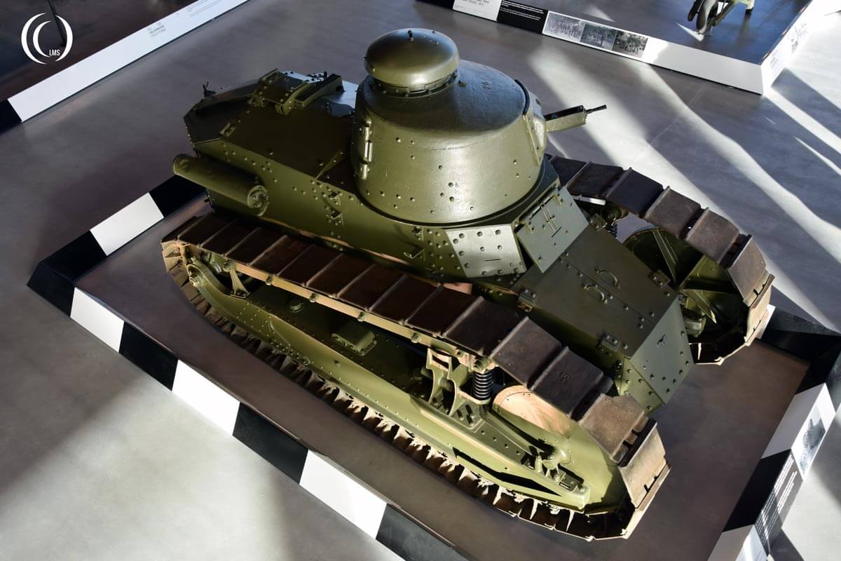Renault FT17 tank seen from above