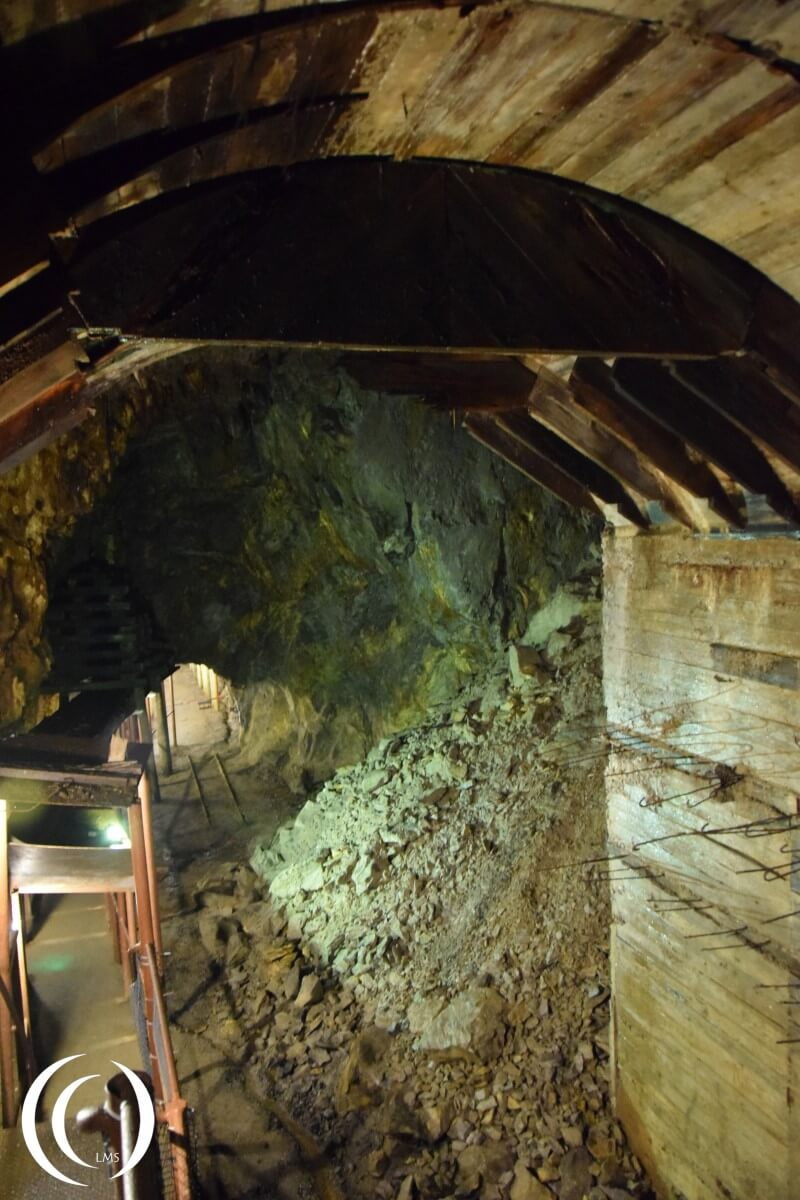 Tunnel Complex Rzeczka, 10 metres high chamber with wooden ceiling