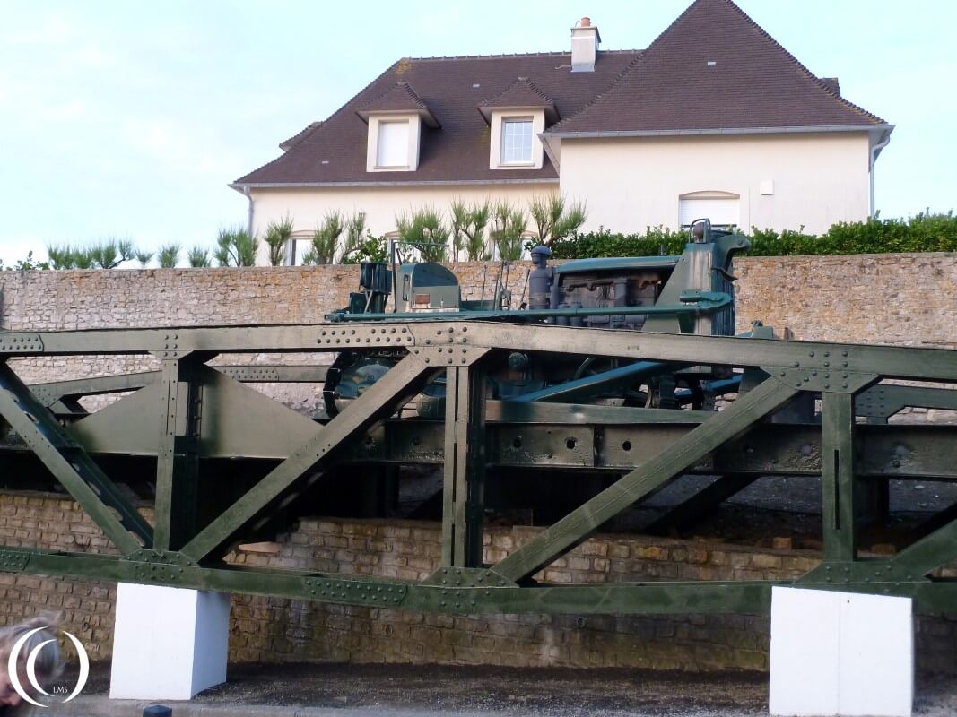 Whale Brigde with Bulldozer, Mulberry Harbour - Arromanche
