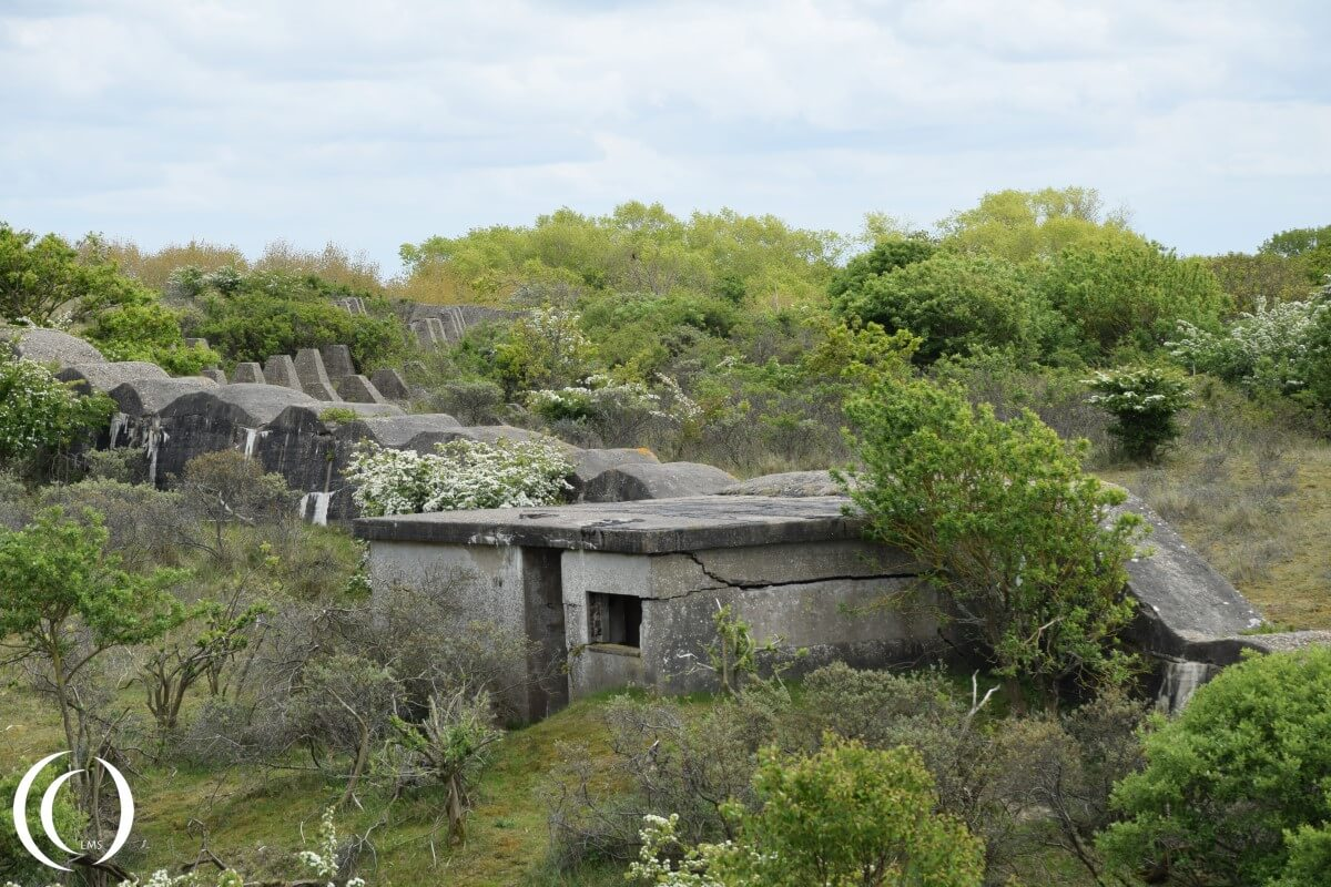 Personnel bunker inside the anti Tank Wall and Dragon teeth in the back - Stützpunkt Katwijk