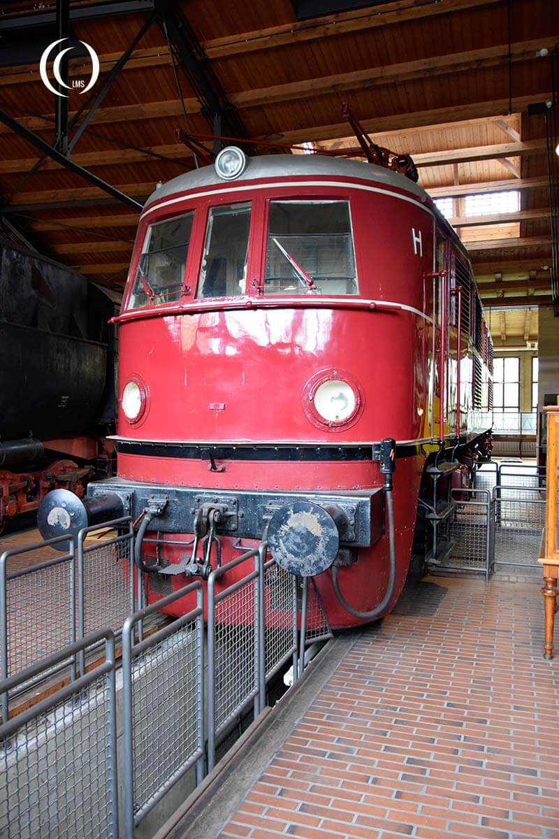 Locomotive E19 01 back