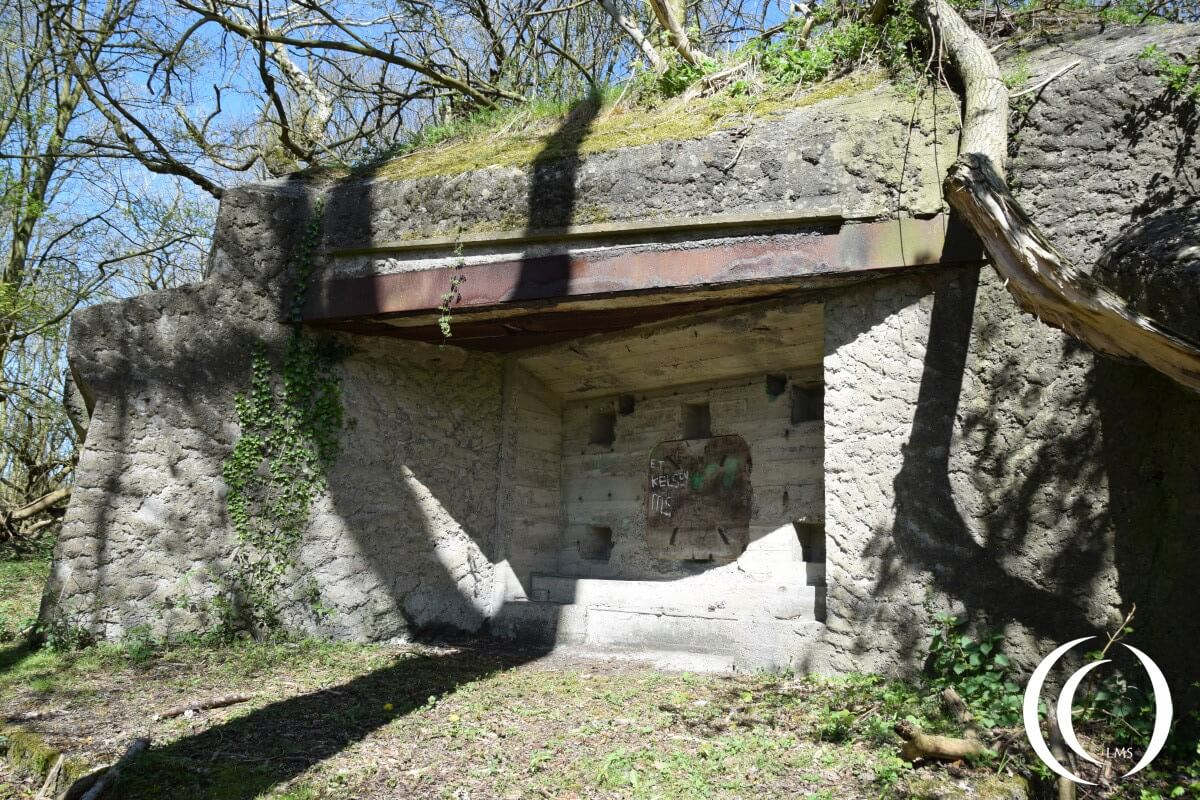 Pillbox in Anti Tank Wall -Regelbau 676 Walzkörpersperre