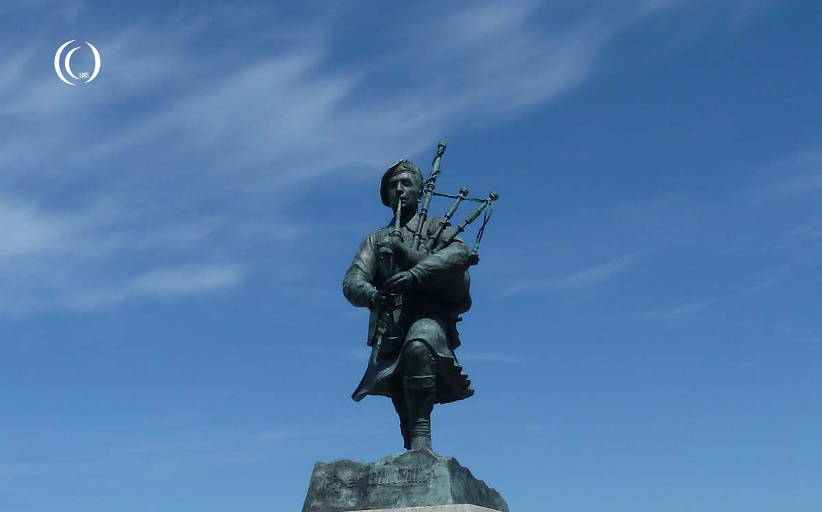 Piper William Bill Millin statue