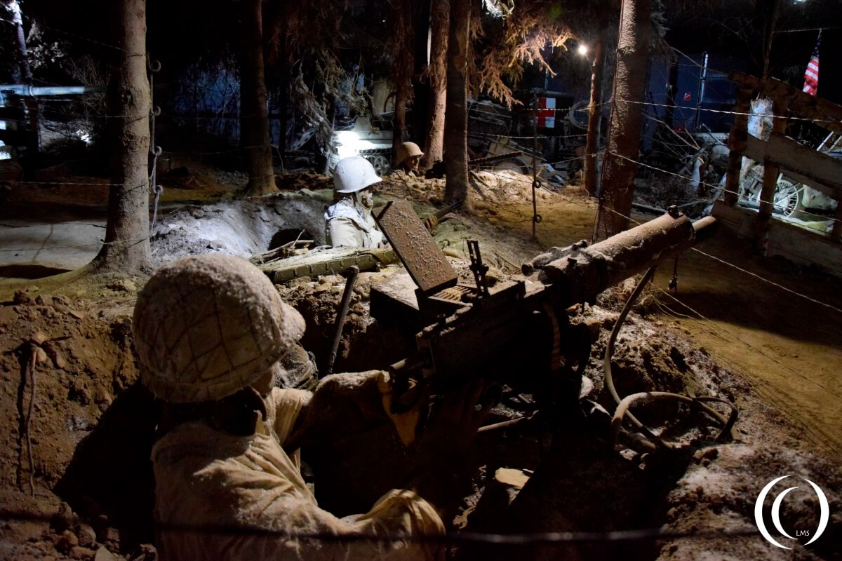 Bastogne Ardennes 44 Museum - Soldiers in the trenches