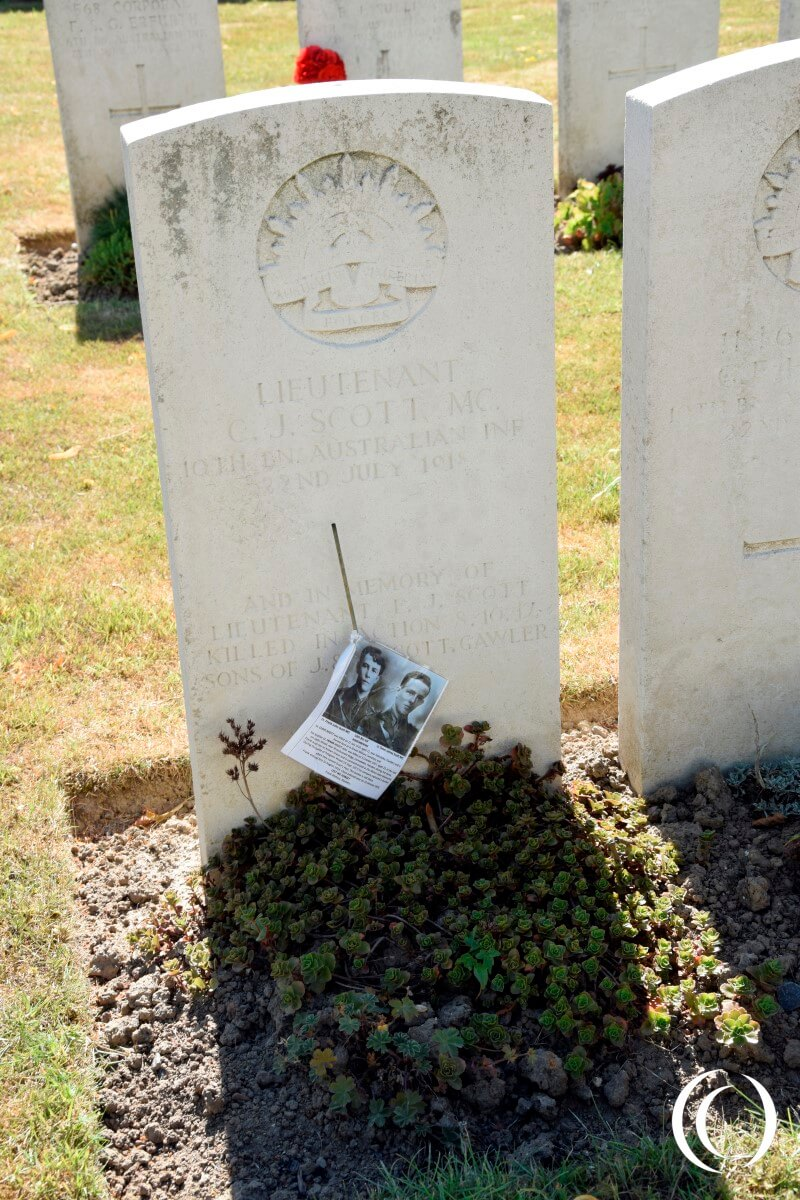La Kreule Military Cemetery - Frank and Cleve Scott