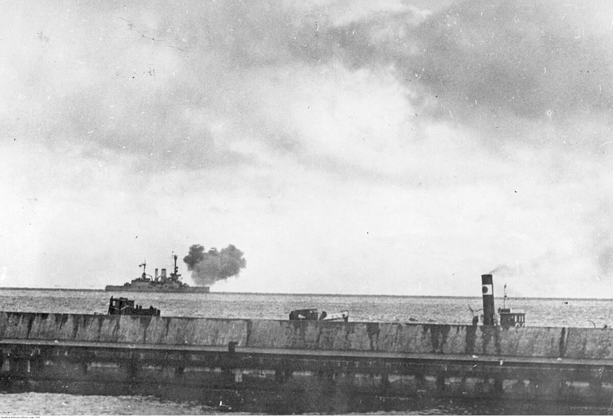 SMS Schleswig-Holstein Fires on Hel in Poland. Courtesy of Wikiwand