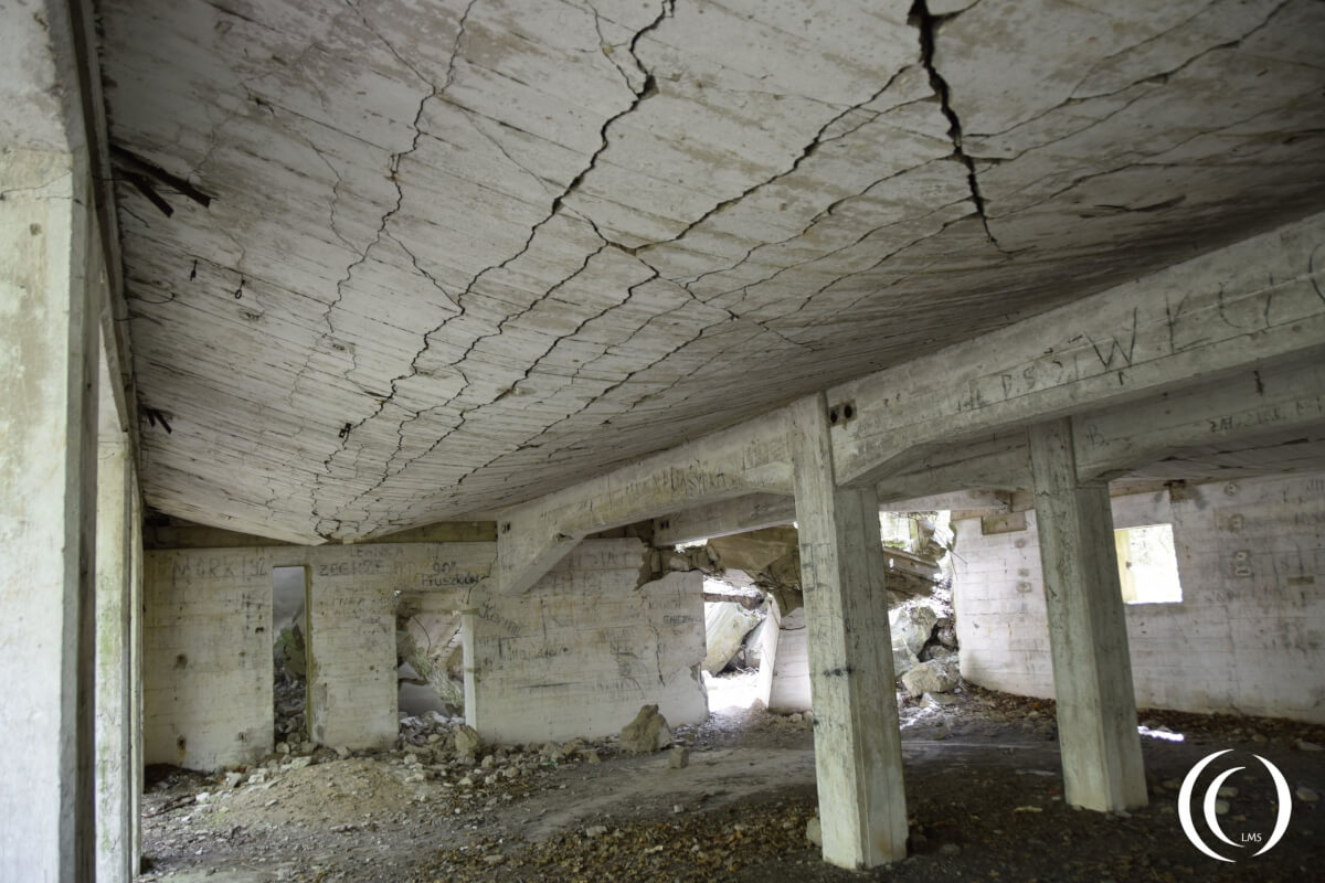 No. 28 Damage on the roof - the Albert Speer Bunker - Wolf's lair