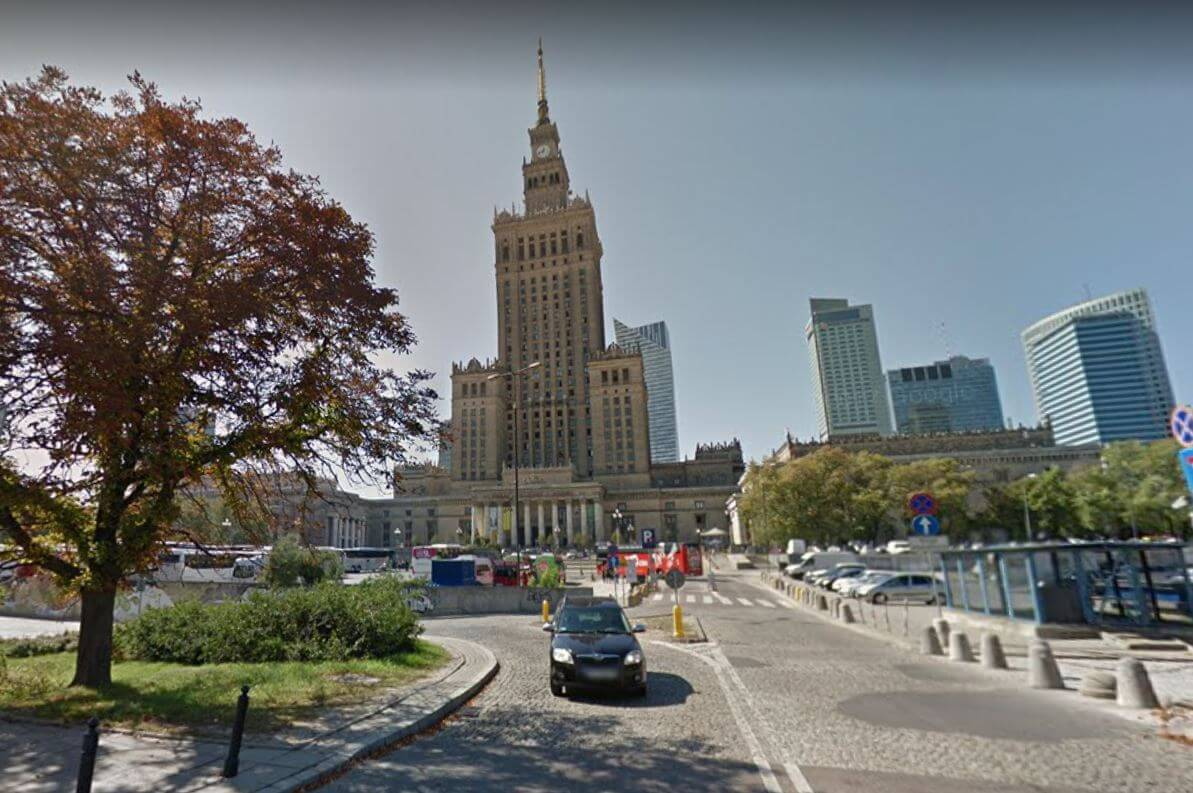 Cobblestones in front of the Palace of Culture and Science Warszawa Polen - Image from Googl Maps